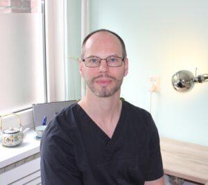 Alex - acupuncturist en herbalist bij Nurture your Nature Acupunctuur Purmerend