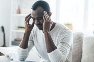 man met hoofdpijn - acupunctuur Purmerend hoorn en Zaandam